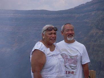 クムフラ ナラニ カナカオレと、夫のシグゼーン氏の写真です